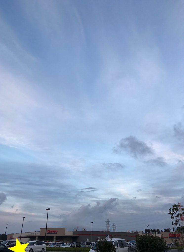 秋の夕暮れ空